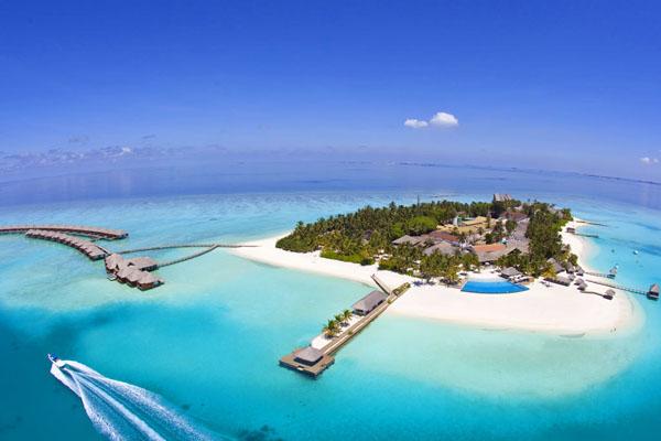 اولین هتل زیر آب